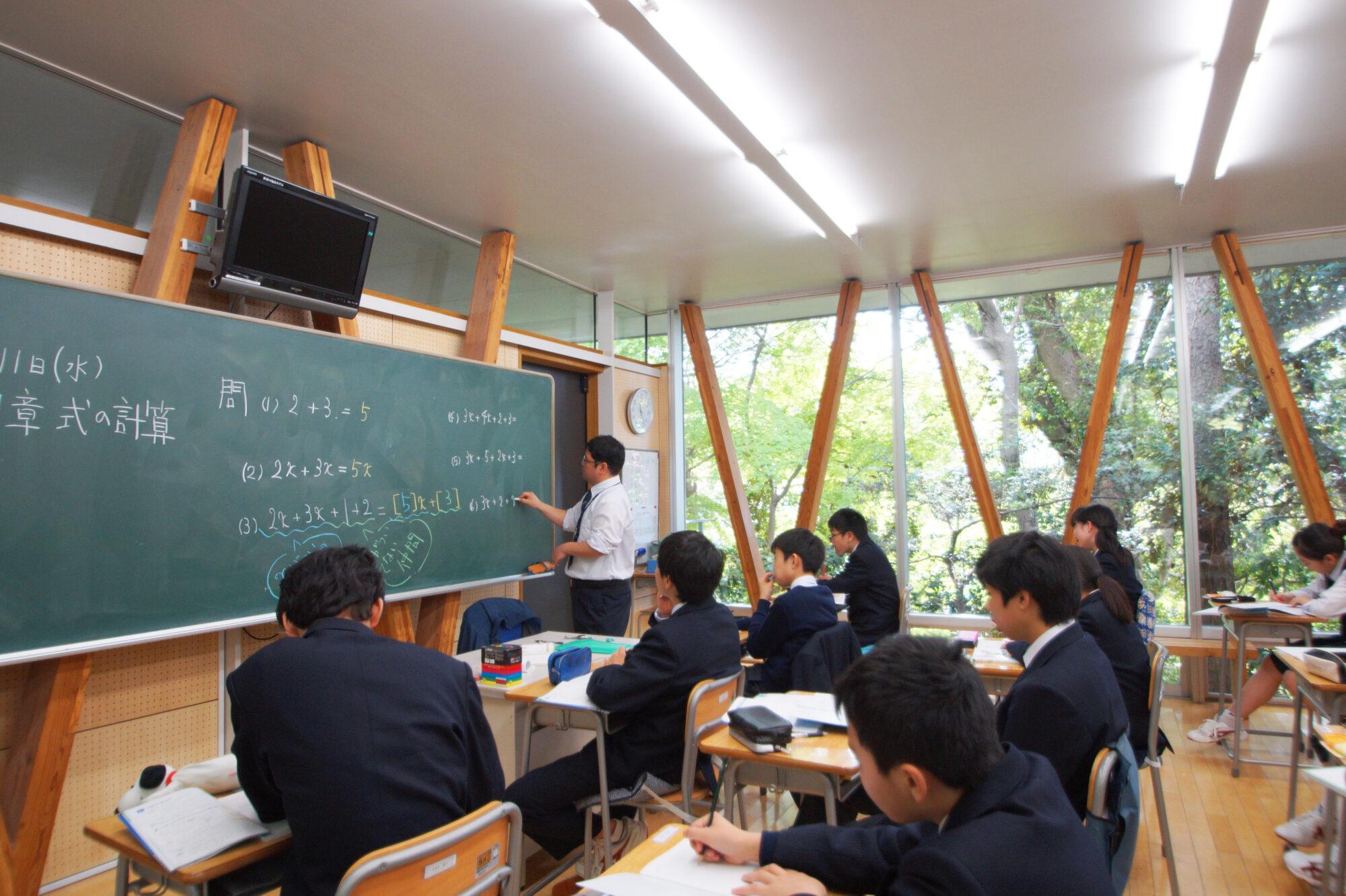 学園の歴史(森の中の教室)のコピー